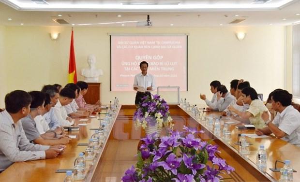 Les Vietnamiens de l'etranger aux cotes de leurs compatriotes du Centre hinh anh 1