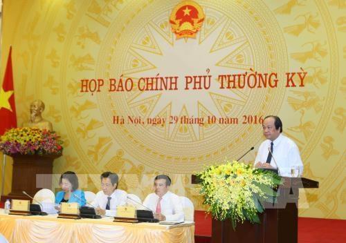 La conference de presse periodique du gouvernement eclaircit plusieurs questions pressantes hinh anh 1