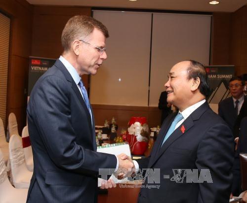 Nguyen Xuan Phuc recoit les dirigeants de la BAD et de la revue The Economist hinh anh 1