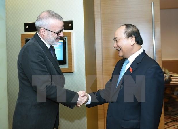 Nguyen Xuan Phuc recoit les dirigeants de la BAD et de la revue The Economist hinh anh 2