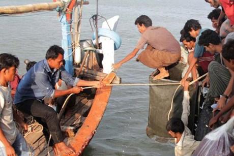 L'Indonesie soutiendra les pecheurs malaisiens en cas d'urgence dans ses eaux territoriales hinh anh 1