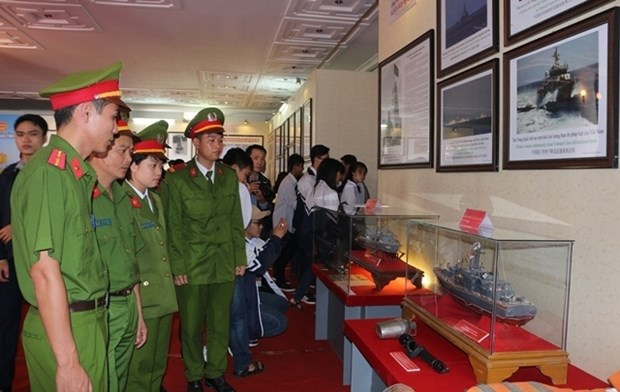 Exposition «Hoang Sa, Truong Sa du Vietnam - les preuves historiques et juridiques» hinh anh 1