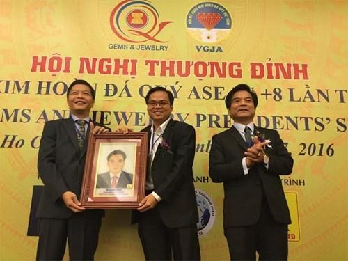 Le 5e Sommet des presidents de la Bijouterie et des Gemmes de l'ASEAN + 8 au Vietnam hinh anh 1