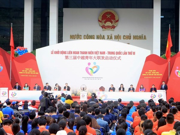 Echanges entre les jeunes vietnamiens et chinois hinh anh 1