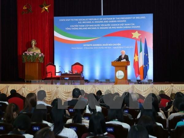 Le President d'Irlande s'adresse aux etudiants de l'Universite nationale de Hanoi hinh anh 1