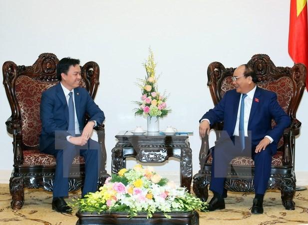 Le Premier ministre recoit les ambassadeurs singapourien et cambodgien hinh anh 2