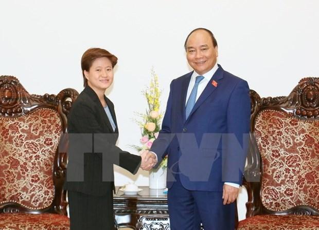 Le Premier ministre recoit les ambassadeurs singapourien et cambodgien hinh anh 1