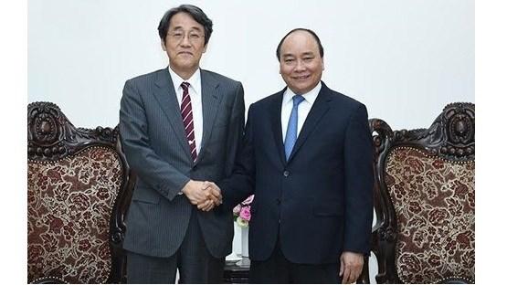 Le PM Nguyen Xuan Phuc recoit le nouvel ambassadeur japonais au Vietnam hinh anh 1