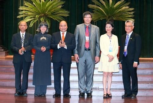 Le Premier ministre Nguyen Xuan Phuc salue les contributions des Viet kieu hinh anh 2