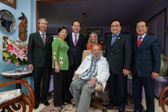 Le president Tran Dai Quang rencontre le leader cubain Fidel Castro hinh anh 1