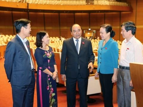Les deputes notent les reponses des membres du gouvernement hinh anh 1