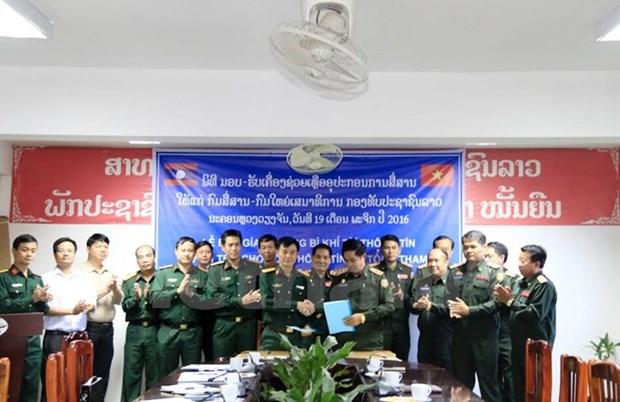 Le Vietnam offre des equipements informatiques a l'Armee populaire du Laos hinh anh 1