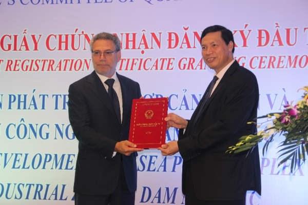 Quang Ninh: 300 millions de dollars pour le developpement du complexe de port maritime et ZI hinh anh 1