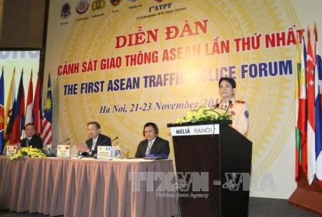 Cloture du premier forum de la police de la route de l'ASEAN hinh anh 1