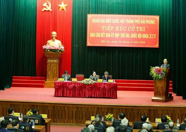Le PM Nguyen Xuan Phuc rencontre des electeurs de Hai Phong hinh anh 1