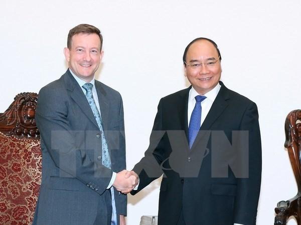 Le PM Nguyen Xuan Phuc recoit l'ambassadeur de France au Vietnam hinh anh 1