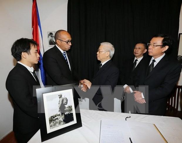 Les dirigeants vietnamiens rendent un vibrant hommage au leader cubain Fidel Castro hinh anh 1