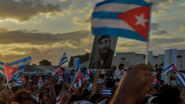Le Vietnam observe un jour de deuil national en memoire de Fidel Castro hinh anh 2