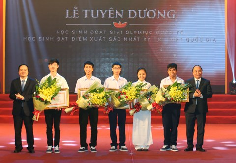 Le chef du gouvernement felicite les laureats des olympiades hinh anh 1