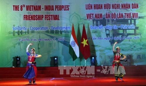 Le 8e Festival d'amitie populaire Vietnam-Inde a Can Tho hinh anh 1