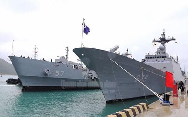 Deux navires de la Marine sud-coreenne font escale a Khanh Hoa hinh anh 1