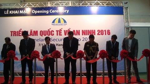 Vernissage de l'exposition internationale sur la securite a Hanoi hinh anh 1