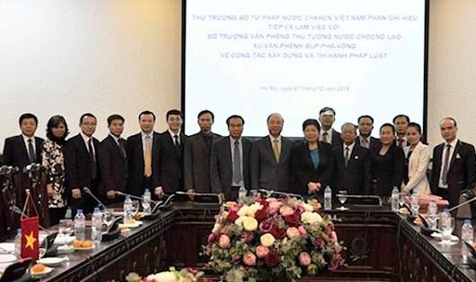 Vietnam-Laos : echange d'experiences dans l'elaboration et l'application des lois hinh anh 1