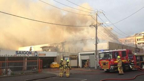 L'incendie d'un marche vietnamien en Australie fait de lourds degats hinh anh 1