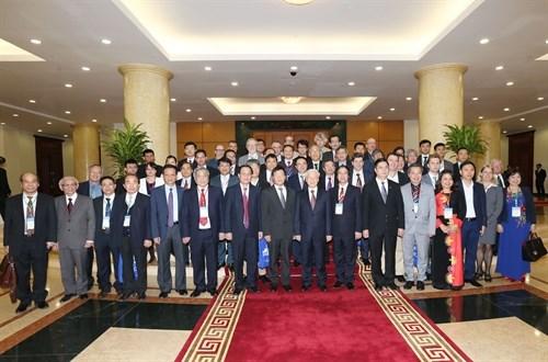 Le secretaire general Nguyen Phu Trong salue les vietnamologues hinh anh 1
