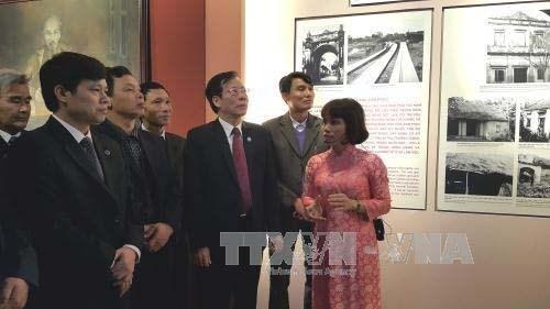 Exposition sur le President Ho Chi Minh et la resistance nationale a Van Phuc hinh anh 1