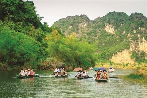 En sampan a Trang An, patrimoine mondial de l'UNESCO hinh anh 1