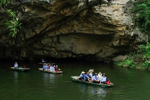 En sampan a Trang An, patrimoine mondial de l'UNESCO hinh anh 3