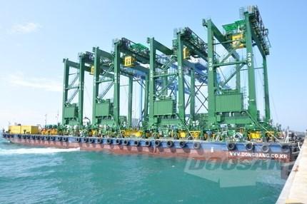 Doosan Vina exporte des grues portiques a roues de caoutchouc en Arabie Saoudite hinh anh 1