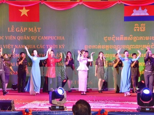 Les relations de cooperation Vietnam-Cambodge continuent de se resserrer hinh anh 1