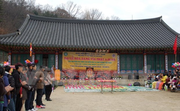 Des bouddhistes vietnamiens en R.de Coree s'orientent vers la mer et les iles du pays natal hinh anh 1