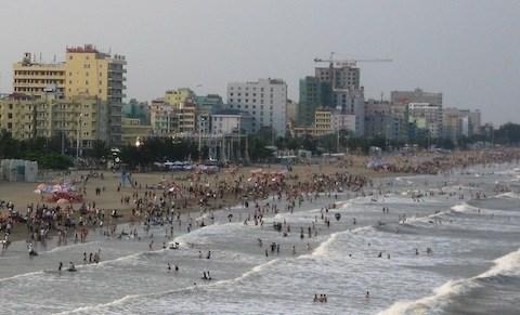 Colloque de promotion et de mobilisation des aides des ONG etrangeres a Thanh Hoa hinh anh 1