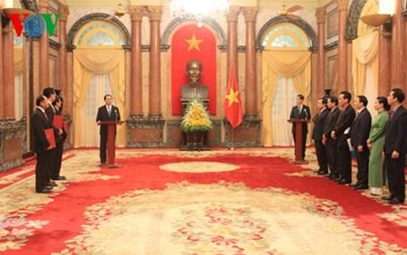Le president Tran Dai Quang nomme trois nouveaux ambassadeurs hinh anh 1