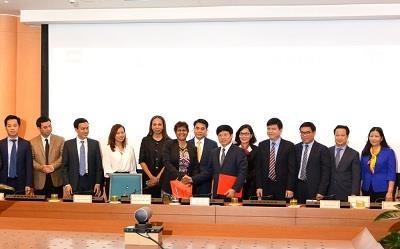 Hanoi et CNN signent un accord sur la promotion de l'image de Hanoi dans le monde hinh anh 1