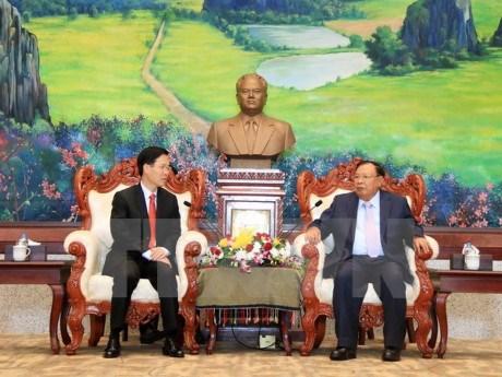 Vietnam et Laos cooperent efficacement dans la sensibilisation et l'education hinh anh 1