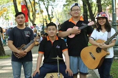 Les chanteurs de rue vont encore donner de la voix hinh anh 1