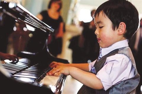 Un petit prodige du piano s'est produit au Vietnam hinh anh 1