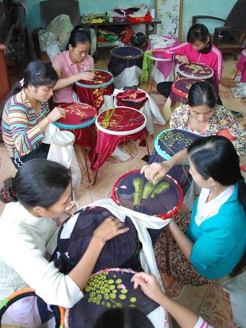 Le village de Quat Dong et l'histoire du metier de broderie hinh anh 2
