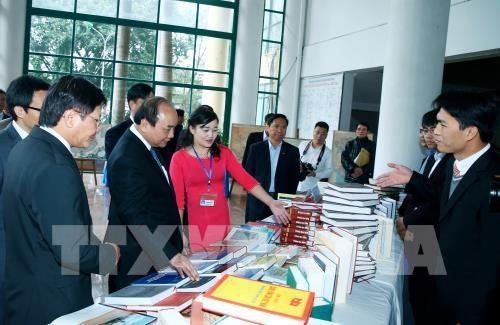 Le PM Nguyen Xuan Phuc travaille avec l'Academie des sciences et des technologies hinh anh 1