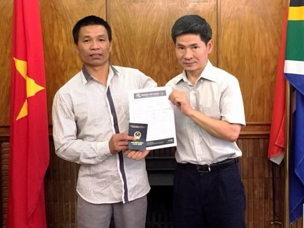L'ambassade du Vietnam en Afrique du Sud aide un marin vietnamien hinh anh 1