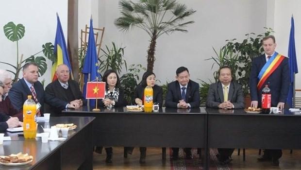 Le Vietnam lance un appel aux investisseurs roumains hinh anh 1