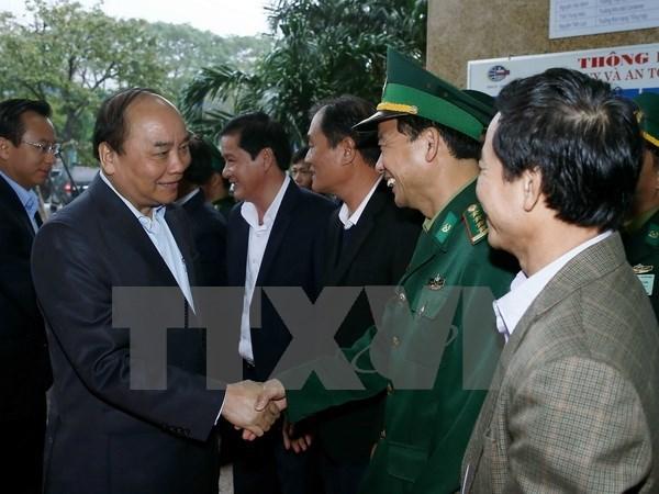 Le PM au port de Da Nang et au Centre de sauvetage de la 2e zone maritime hinh anh 1