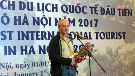 Hanoi accueille les premiers touristes etrangers de 2017 hinh anh 1
