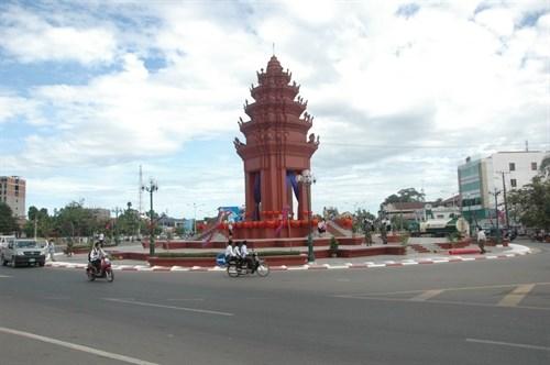 Inauguration des monuments de l'amitie Vietnam-Cambodge et de la Liberte au Cambodge hinh anh 1