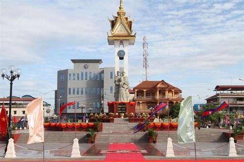 Inauguration des monuments de l'amitie Vietnam-Cambodge et de la Liberte au Cambodge hinh anh 2