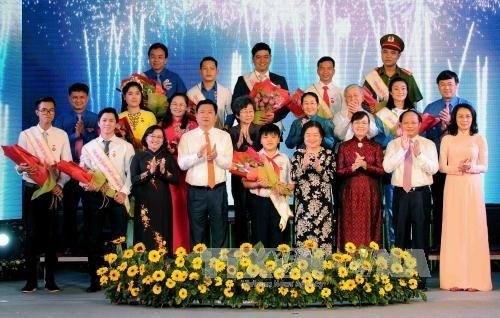 HCM-Ville: Dix jeunes citoyens exemplaires a l'honneur hinh anh 1